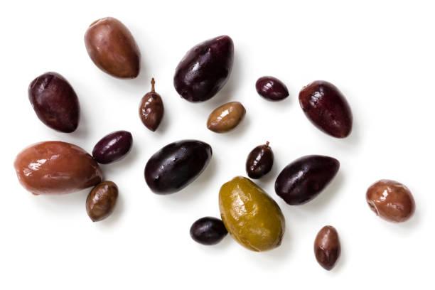 isolierte draufsicht oliven - schwarze olive stock-fotos und bilder