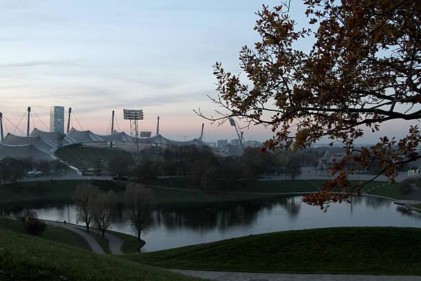 olympisches stadion münchen - bayern fußball heute stock-fotos und bilder