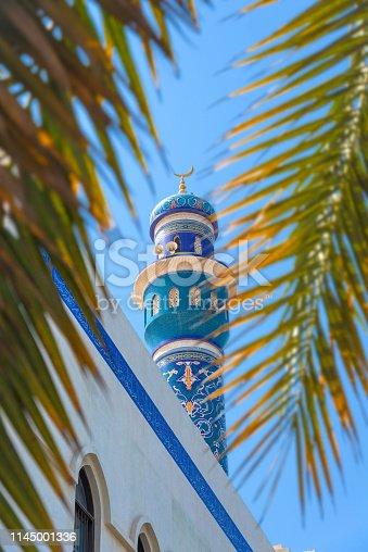 Oman - Muskat, Masjid Al Rasool Al A`dham Mosque in front of the mountains