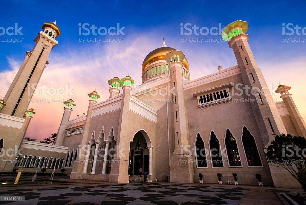 Omar Ali Saifuddin Mosque at night, Bandar Seri Begawan, Brunei stock photo