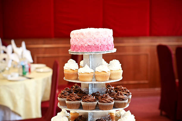 ombre cake stand with tiered cupcakes - cupcake türme stock-fotos und bilder