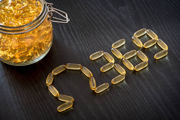 omega 3-6-9 aceite de pescado amarillo cápsulas blandas dibujo omega 3-6-9 cartas - omega 3 fotografías e imágenes de stock