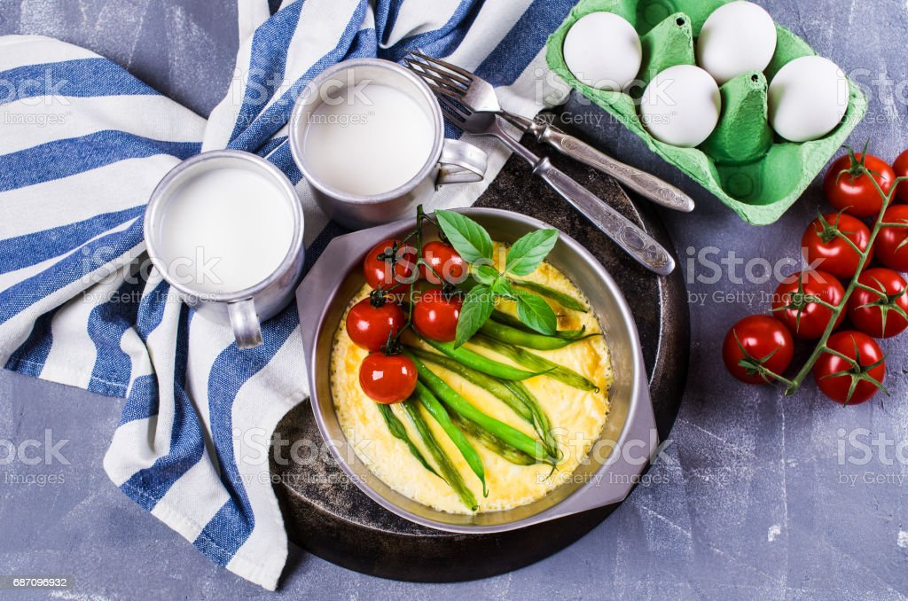 Omelette with vegetables Lizenzfreies stock-foto