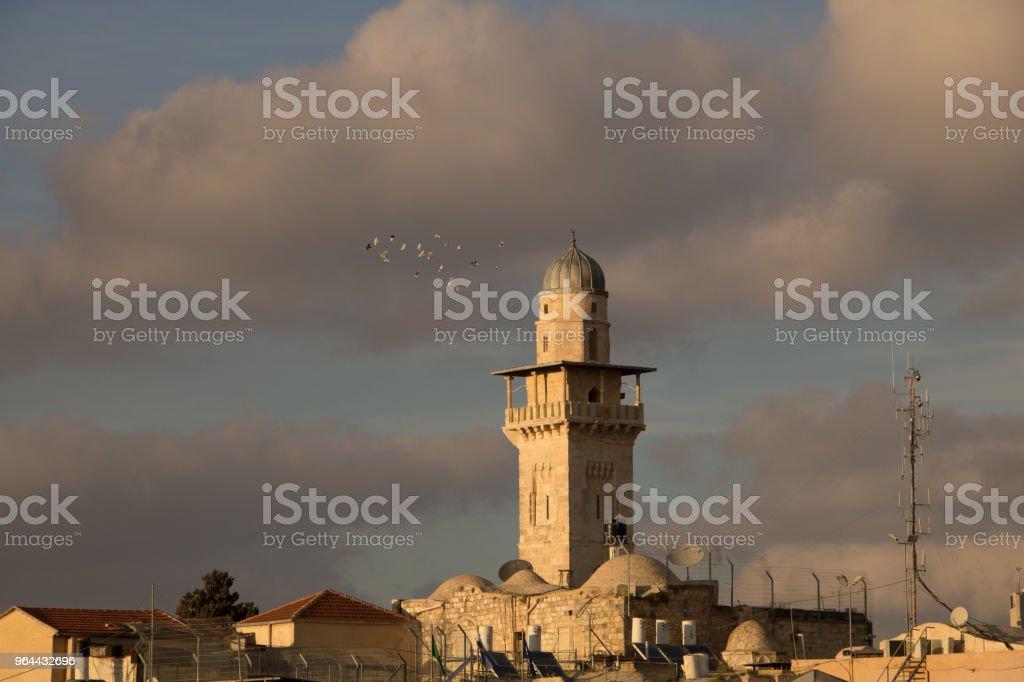 Minarete de Mesquita Omer na velha cidade de Jerusalém, Israel - Foto de stock de Antigo royalty-free