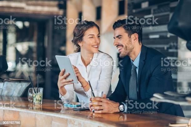 Auf Einer Geschäftsreise Zusammen Stockfoto und mehr Bilder von Anzug