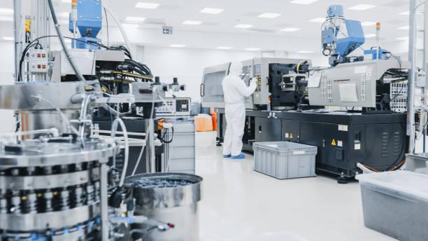 近代産業 3 d 印刷機械の無菌防護服作業の工場員。製薬、バイオ テクノロジーと半導体を作成する/製造プロセスからのショットの中。 - 半導体 ストックフォトと画像