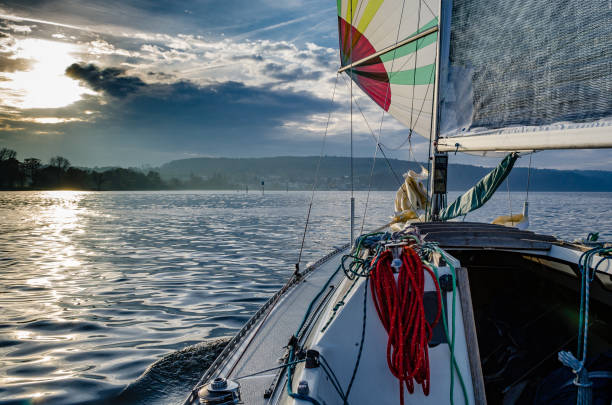 an bord eines segelbootes - sommerferien baden württemberg stock-fotos und bilder
