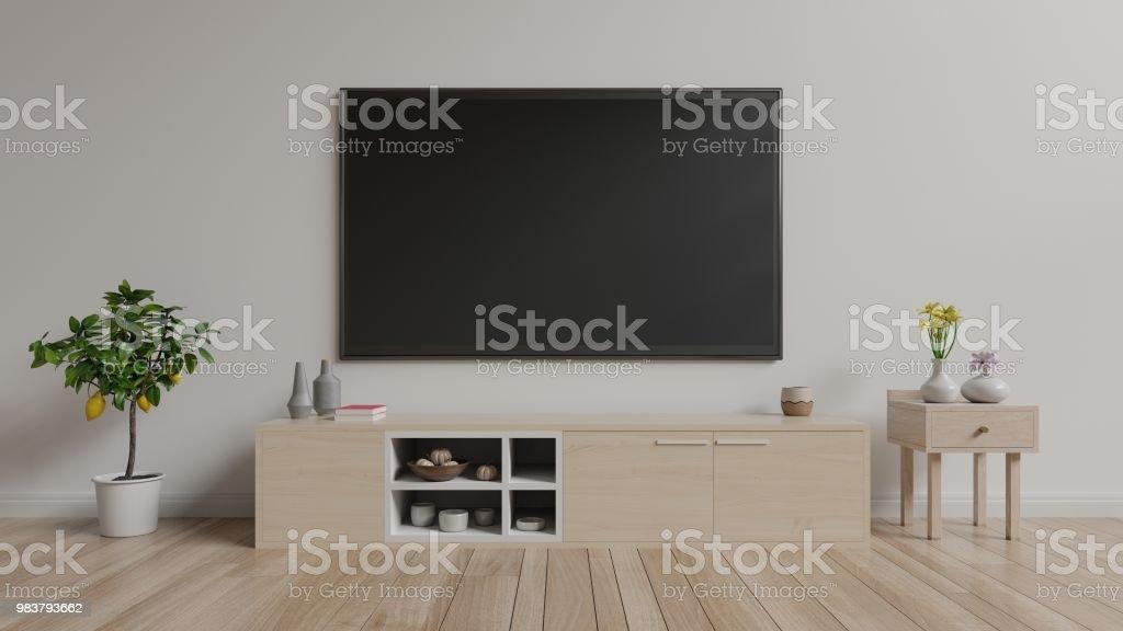 tv auf dem schrank im hellen raum weisse wand hintergrund lizenzfreies stock foto
