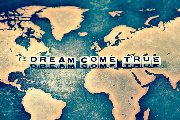 dream come true on grunge world map - schlechte zitate stock-fotos und bilder