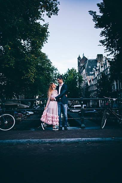 on our honeymoon - hochzeitsreise amsterdam stock-fotos und bilder