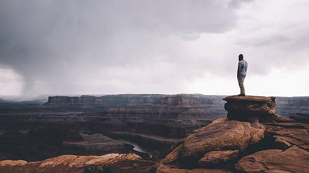 na skraju canyonlands - klif zdjęcia i obrazy z banku zdjęć