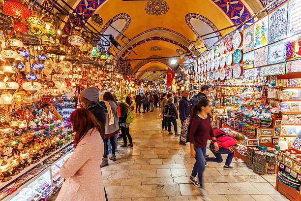 il grand bazaar a istanbul - bazar mercato foto e immagini stock