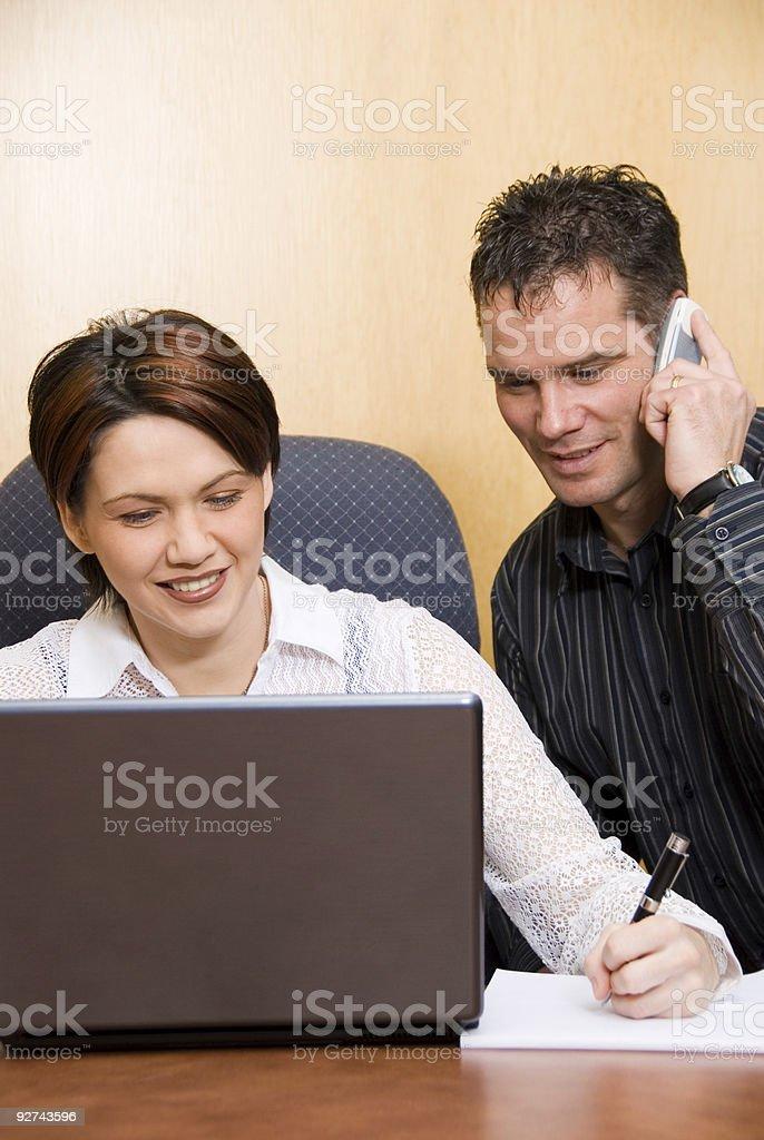 Auf den laptop Lizenzfreies stock-foto
