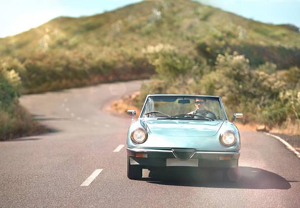 auf der straße - 1m coupe stock-fotos und bilder