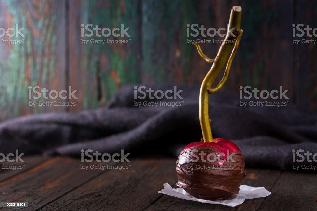 Una manzana de chocolate - foto de stock