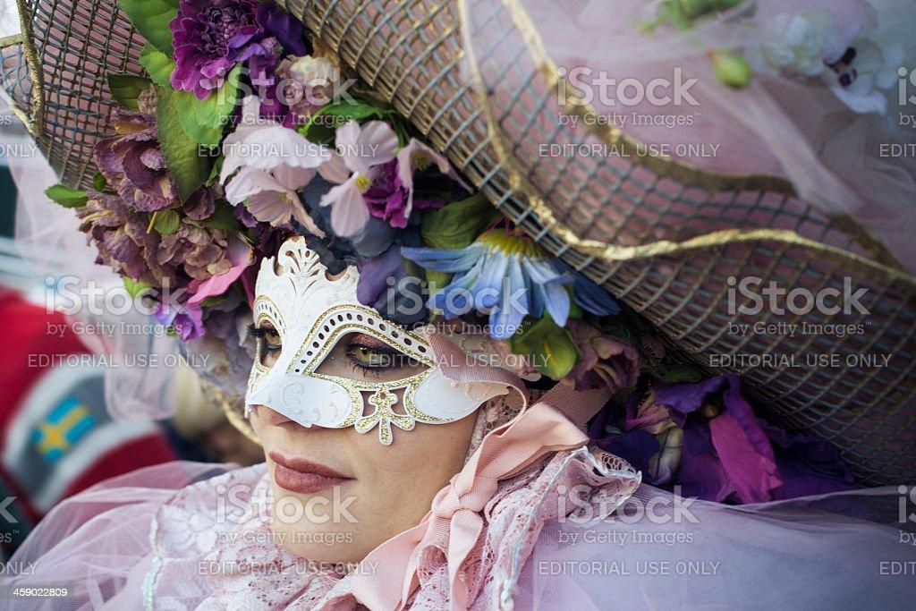Una bella donna in maschera di carnevale di Venezia 2013 - foto stock