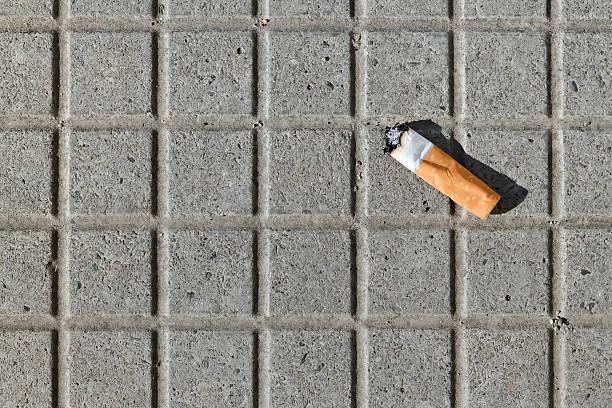 un filtro di sigaretta - cicca sigaretta foto e immagini stock