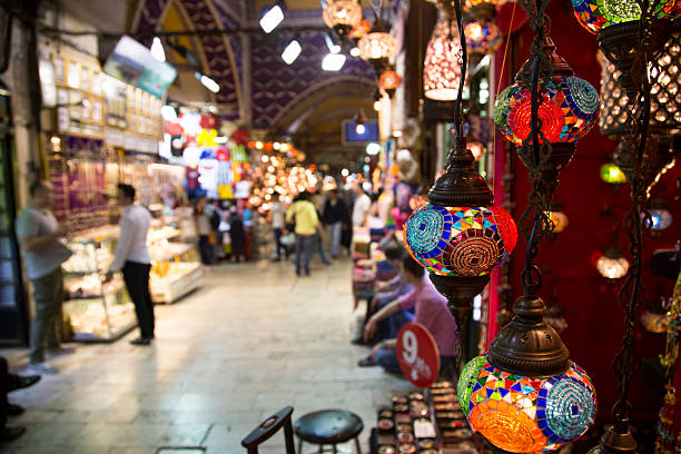 un giorno il grand bazaar, istanbul - bazar mercato foto e immagini stock