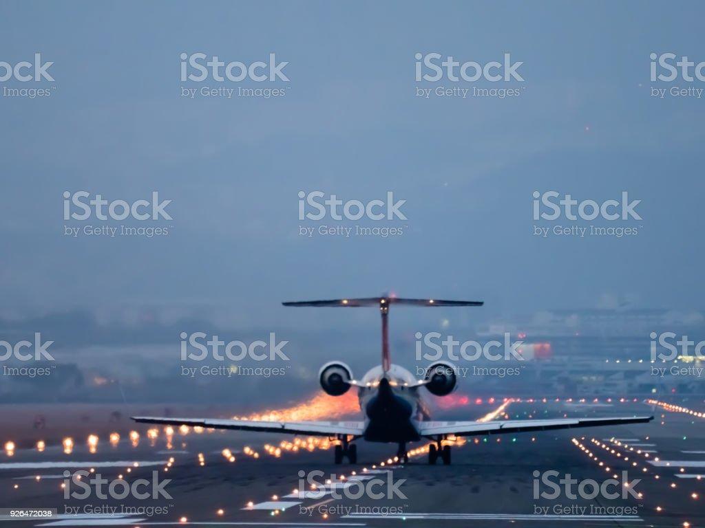 Un día de aeropuerto internacional de Osaka - foto de stock