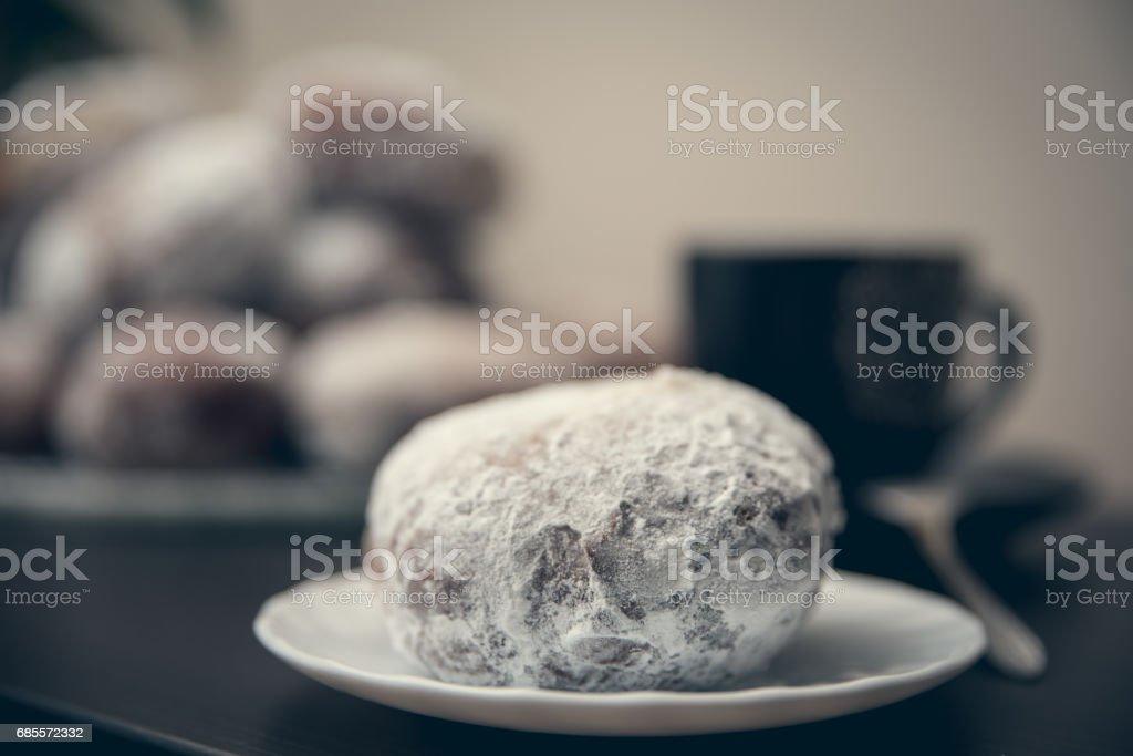 접시에 한 도넛 royalty-free 스톡 사진