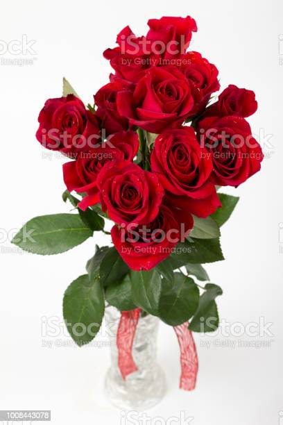 One dozen roses in glass vase picture id1008443078?b=1&k=6&m=1008443078&s=612x612&h=vnbvjagsmhxge22qgsuzag4dl4sbj1sdwogy do v7e=