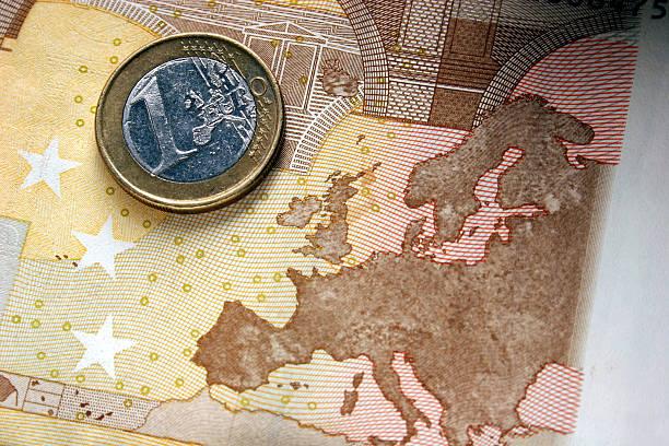 ein-euro-münze und royalty - andreas weber stock-fotos und bilder