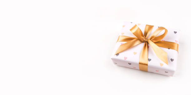 One gift boxe with bow and on a white background picture id1218034772?b=1&k=6&m=1218034772&s=612x612&w=0&h=dnjr1fp9nftsnrfk2chbbhiklls7wtd1xkhpskbpxi0=