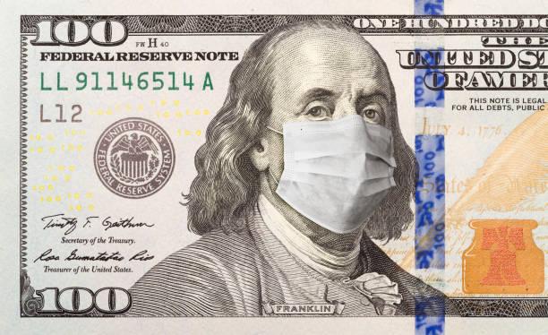Hundert Dollar Bill mit medizinischer Gesichtsmaske auf George Washington – Foto