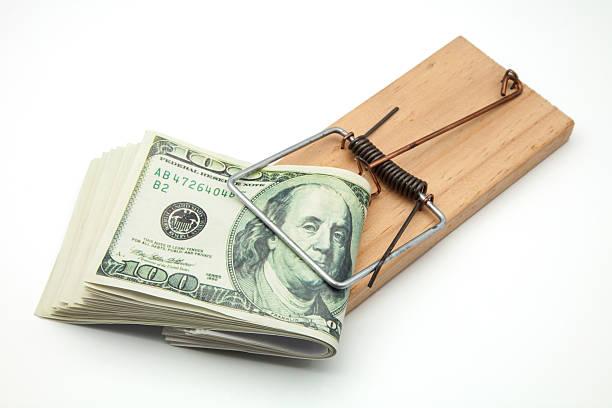 banconota da cento dollari - trappola per topi foto e immagini stock
