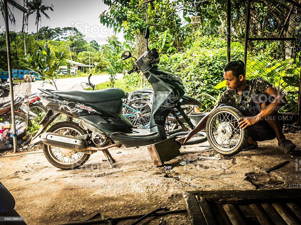 E Man Repairing Moped Koh Lanta Thailand Stock