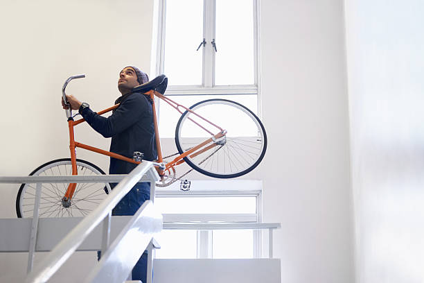 eine weitere flug zum mitnehmen. - fahrradträger stock-fotos und bilder