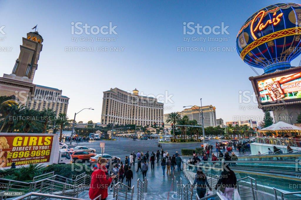 One of Las Vegas landmarks, twilight shot of the famous Paris Hotel. foto stock royalty-free