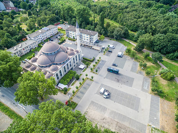 one of the biggest mosques in germany under the sun - moschee duisburg stock-fotos und bilder