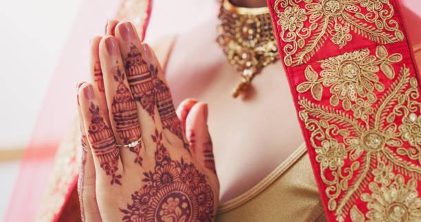 l'un des jours les plus sacrés - mariage musulman photos et images de collection