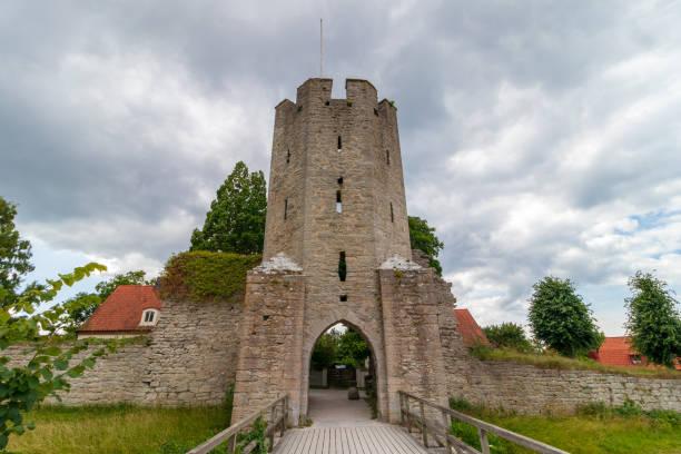 Einer der Türme an der Stadtmauer von Visby auf der schwedischen Insel Gotland. – Foto