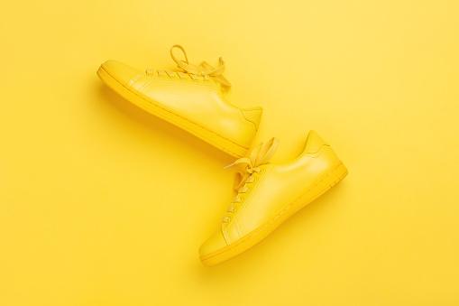 curcumine-gele-schoenen
