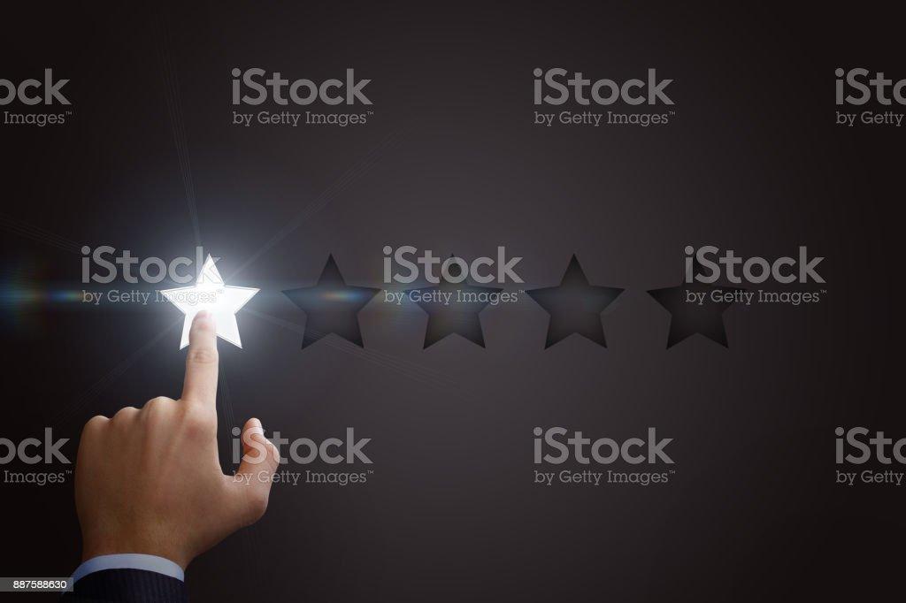 Une étoile clique sur un homme d'affaires. - Photo