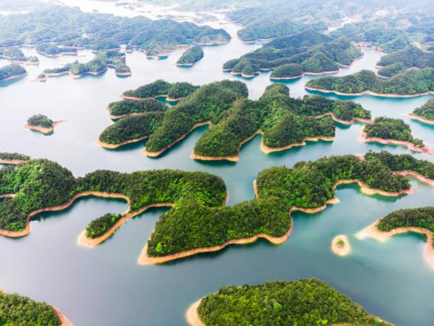1000湖和藍色淡水 - 島 個照片及圖片檔