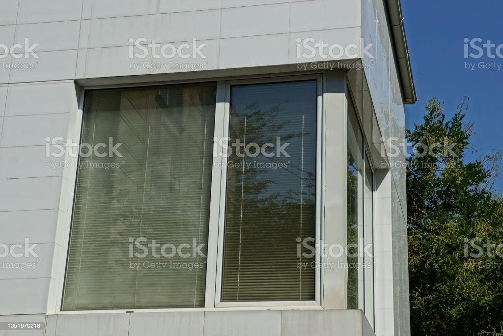 Photo Libre De Droit De Une Fenêtre Moderne Blanche Sur Le