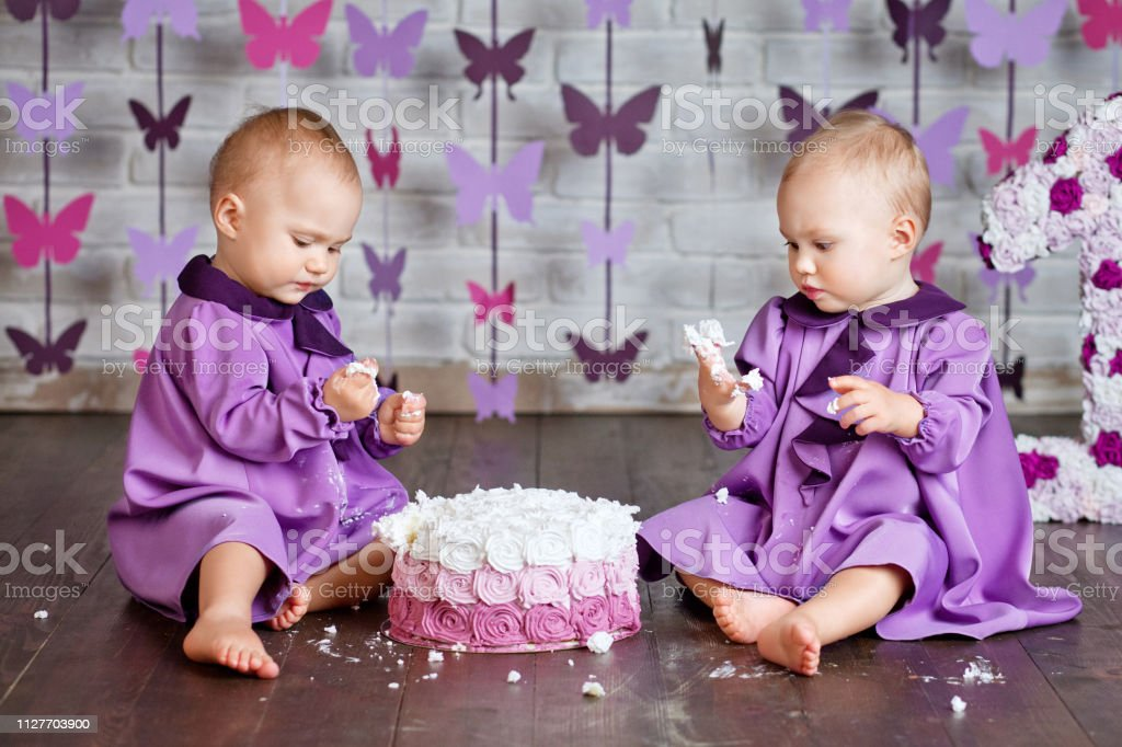 Cool One Year Old Twin Girls Selebrating They 1St Birthday And Eating Funny Birthday Cards Online Elaedamsfinfo