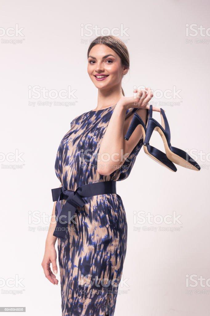 Eine Junge Frau Kaukasischen Lächelnd 20er Jahre 2029 Jahren Fashion