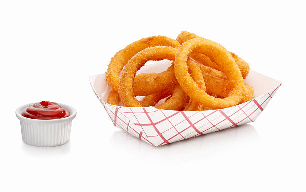 onion rings and ketchup - gefrituurde uienring stockfoto's en -beelden