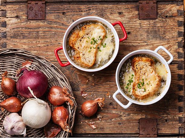 sopa de cebolla - comida francesa fotografías e imágenes de stock
