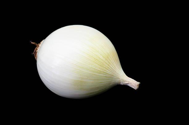 onion white isolated on dark background - perlzwiebeln stock-fotos und bilder