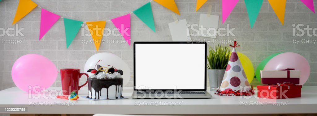 Online Birthday Celebration Concept With Blank Screen Laptop Cake And Decorations Stock Photo Download Image Now Istock