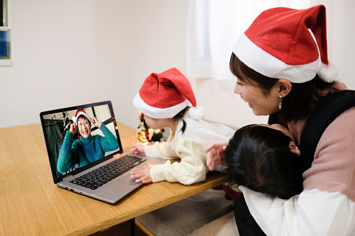 Grandchild and grandmother are talking online at Christmas to prevent corona virus infection