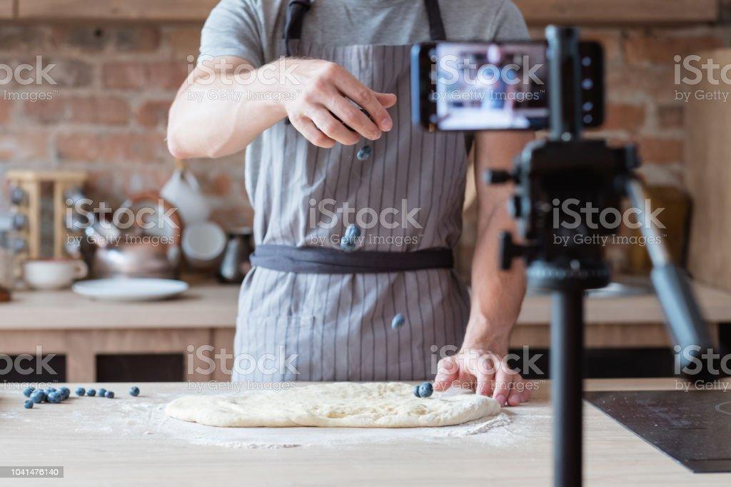Cocinero de chef online show culinario blog vídeo - foto de stock