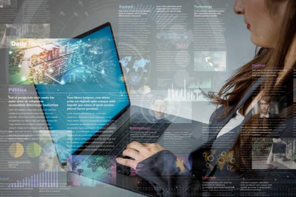 concepto de medios de conservación en línea. periódico electrónico. mujer joven con PC portátil y varias imágenes de noticias. Resumen técnica mixta. - foto de stock