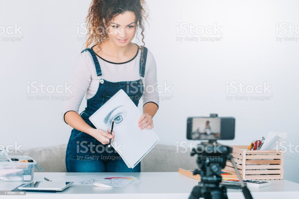 Online Drawing Course Artist Smartphone Sketch Stock Photo Download Image Now Istock
