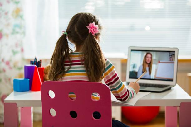 online-bildung und e-learning-konzept. - homeschooling stock-fotos und bilder